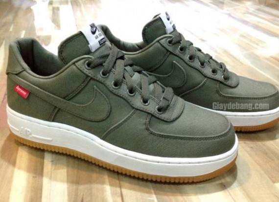 "Supreme × Nike Air Force 1 Low ""Olive"""