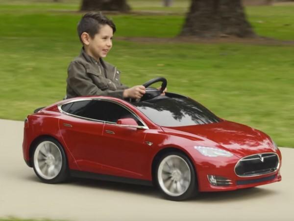 Teslaからバッテリー駆動の子ども電気自動車 001